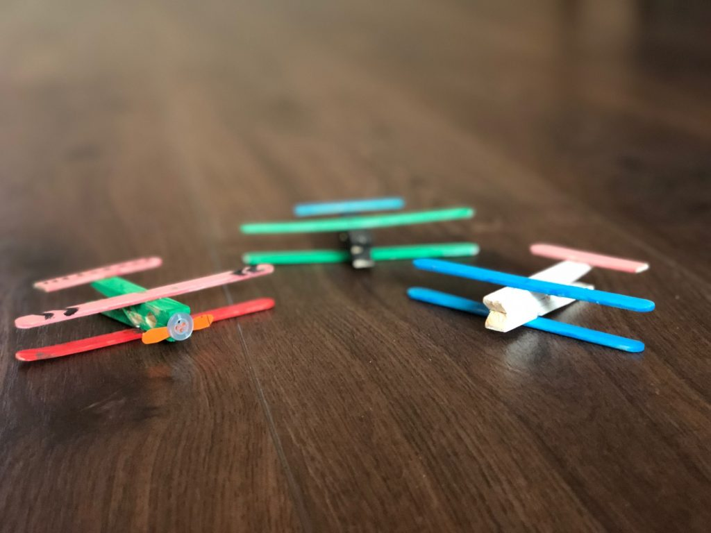 vliegtuig van ijsstokjes knutselopdrachten zomertip